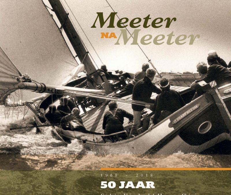 """""""Meeter na Meeter"""" het jubileumboek van de Stichting Vriendenclub Huzumer Skûtsje"""